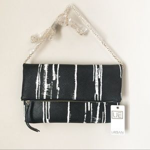 NWT URBAN EXPRESSIONS Alen Abstract Clutch